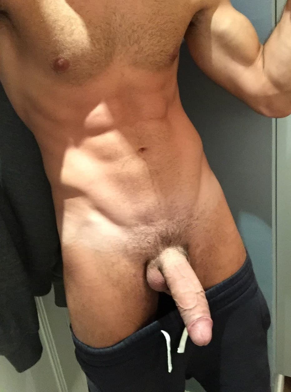 Hunky guy taking a dick pic